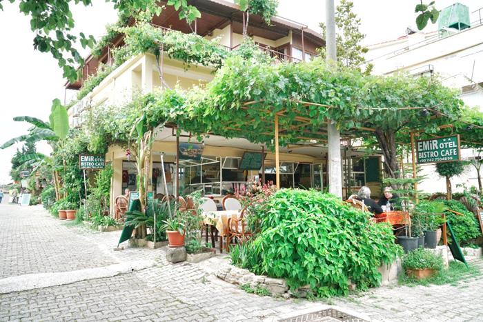 Side-Restaurant