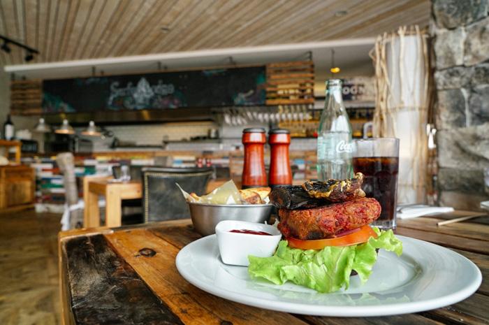 Burger-Surfer-Lodge-Peniche