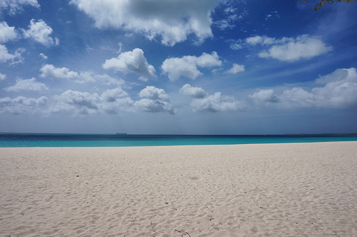 Eagel-Beach-verkoerpert-die-Happiness-im-Motto-der-Insel
