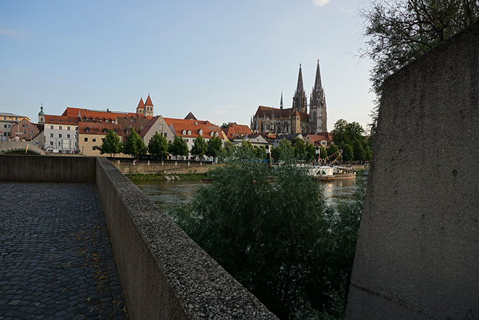 Regensburg-Insidertipps-Dom-vom-Fluss-aus