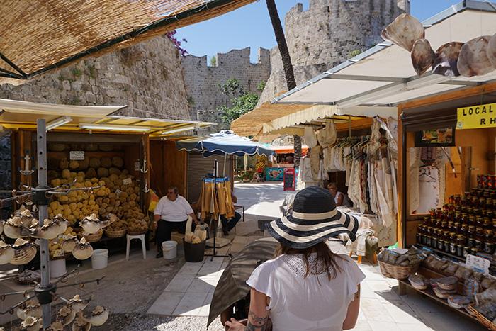 Rhodos-Stadt-Markt-mit-Pia