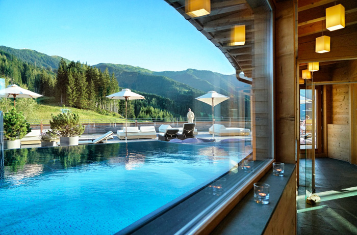 Rooftop-Pool-Forsthofalm