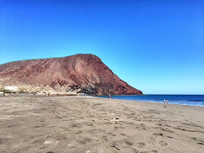 montana-roja-playa-la-tejita-teneriffa