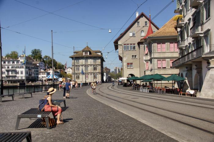 zuerich-sehenswuerdigkeiten-innenstadt-tram