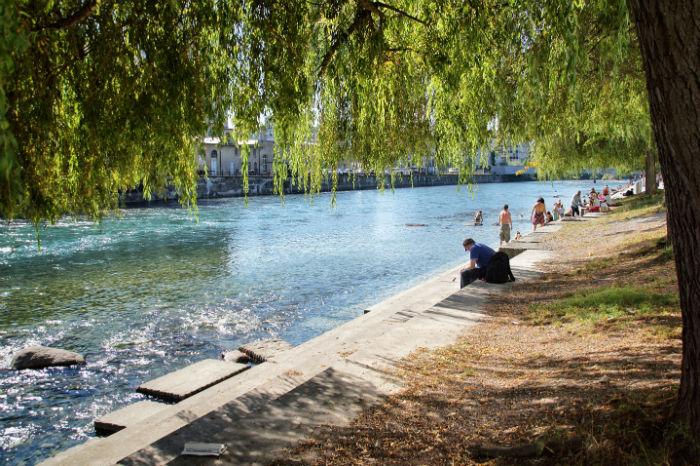 zuerich-sehenswuerdigkeiten_-schwimmen-in-der-limmat-3