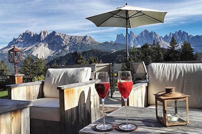 dolomiten-hotel-rosalpina-dolomites-bergblick