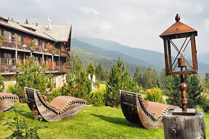 dolomiten-hotel-rosalpina-dolomites-liegesessel