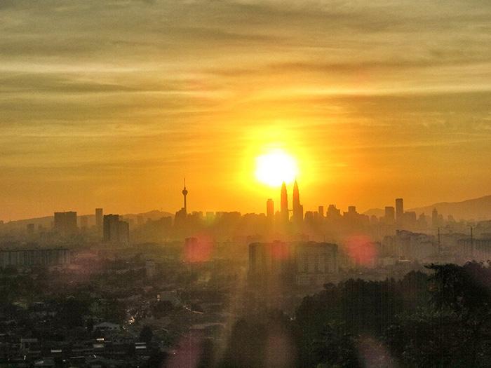 malaysia-urlaub-sonnenuntergang-ueber-kl