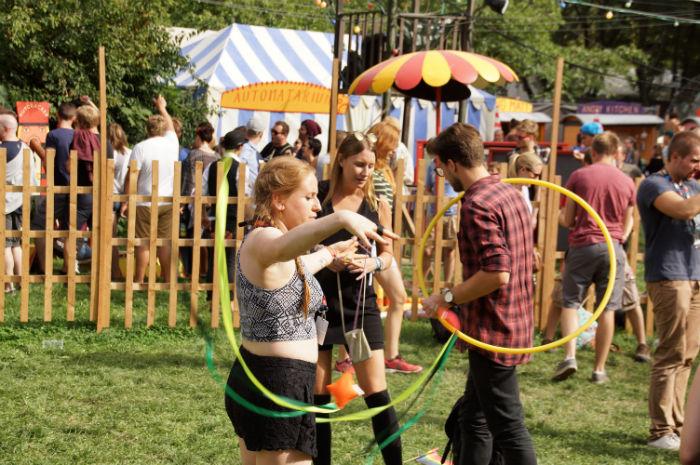 sziget-festival-areas_travelling-funfair-jonglieren
