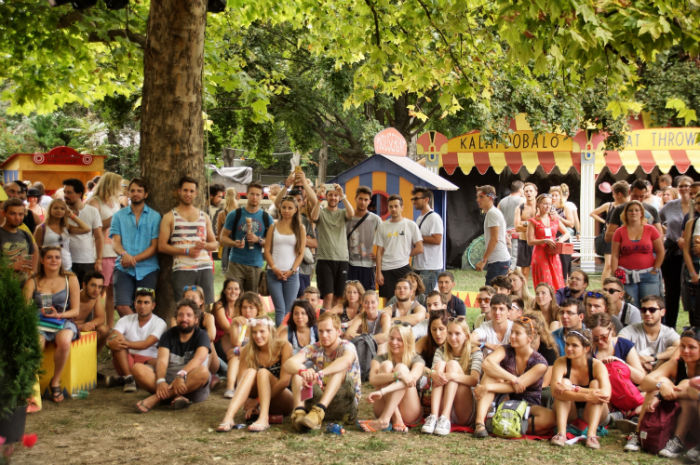 sziget_festival_areas_travelling_funfair_show