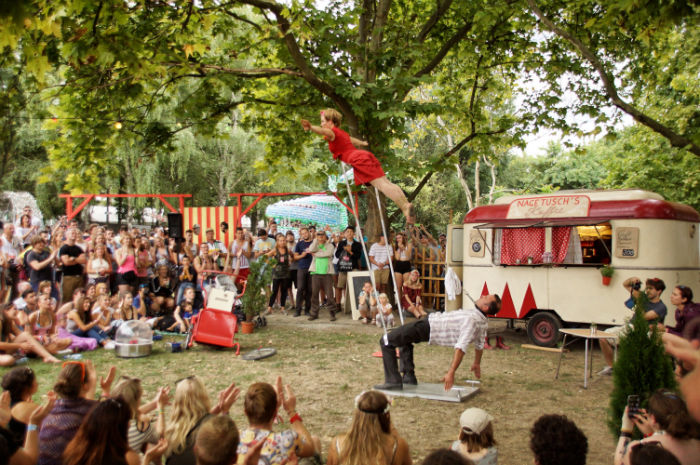 sziget_festival_areas_travelling_funfair_show_omnivolant