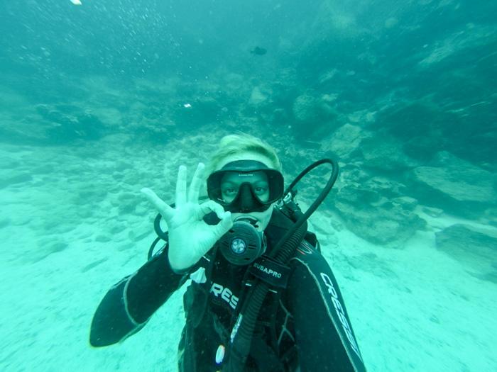 Galapagosinseln günstig bereisen-Unterwasserselfie