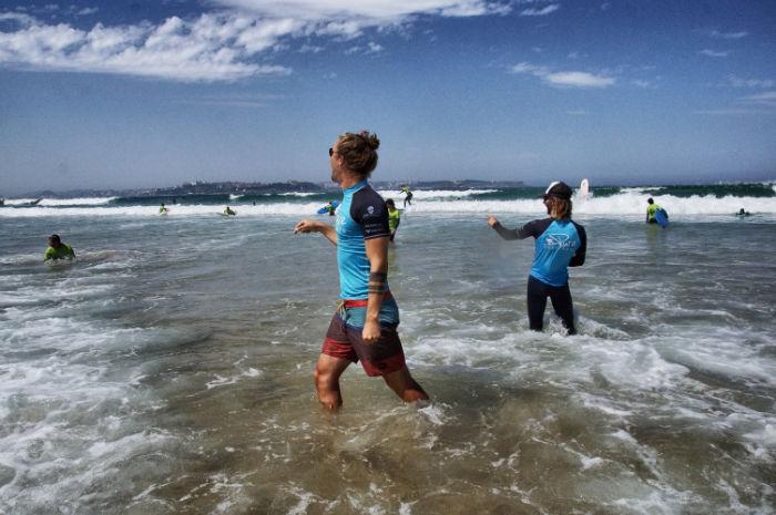 Surflehrer bei der Arbeit