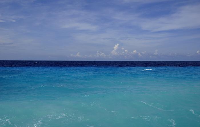 Türkisblaues Meer am Strand von Klein Curacao