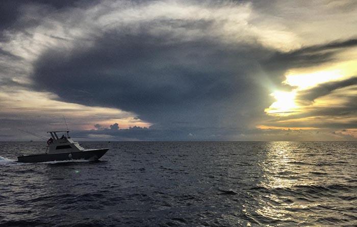 Klein Curacao Sonnenuntergang über dem Meer