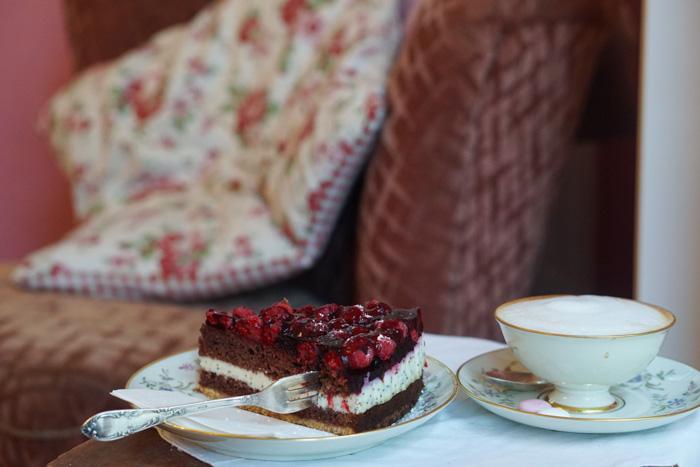 Kaffee und Kuchen im Radieschen Café