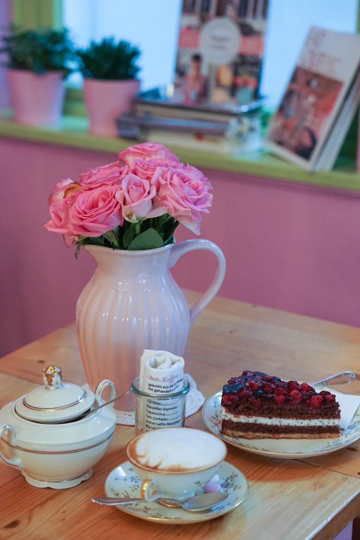 Kaffeegedeck im Radieschen Café