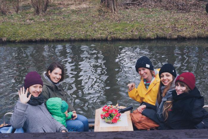 Das Lilies Diary Team im Kahn_