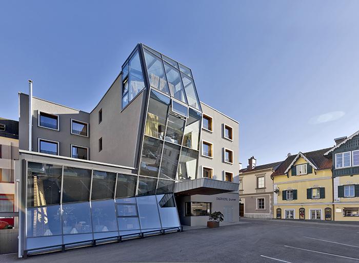 Das moderne Hotel Brunner von aussen