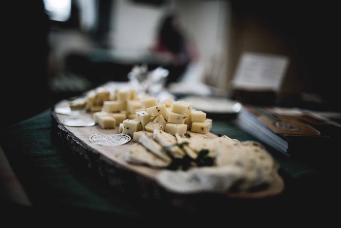 Käse auf einem Brett