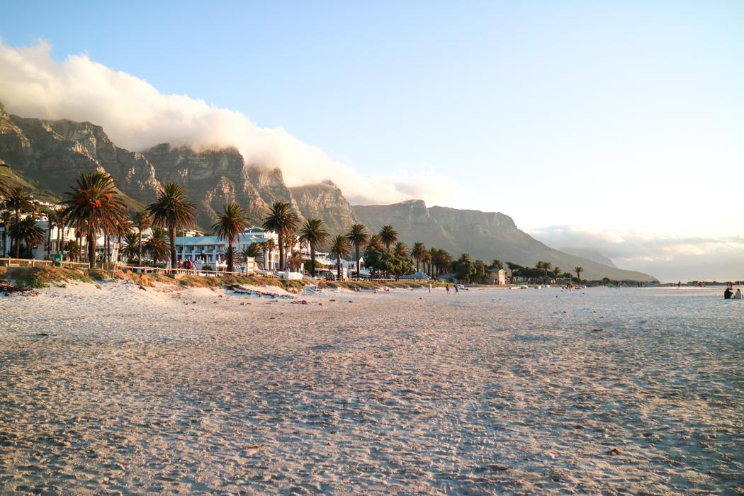 Der Strand vom Camps Bay in Kapstadt