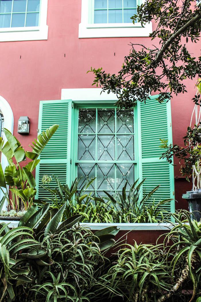 Mintgrüne Fenster im Waterkant Viertel Kapstadt
