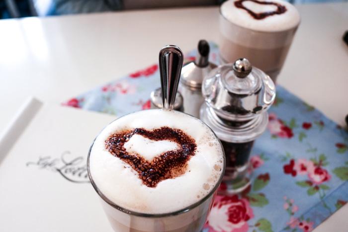 Latte Macchiato im Cafe Lotti