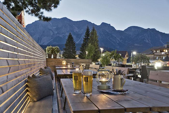 Terrasse des Hotel Arx Bergblick