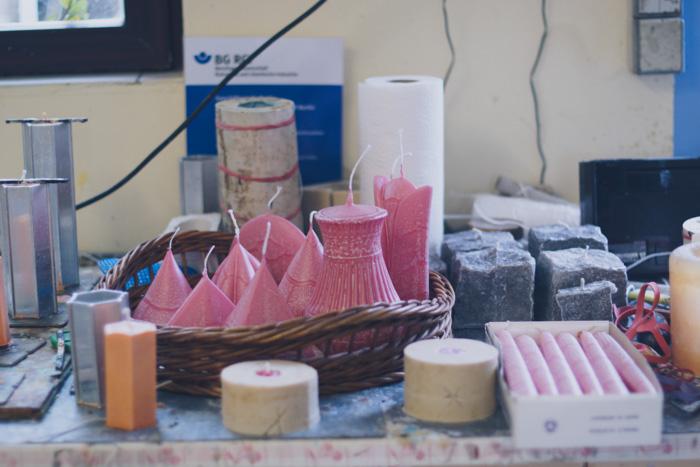 Schon fertig gegossene Kerzen in der Kerzenmanufaktur