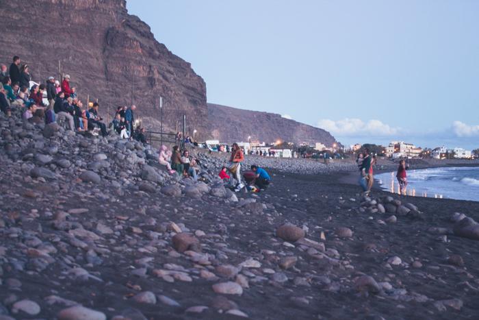 Trommeln und Tanzen am Strand von Valle Gran Rey.