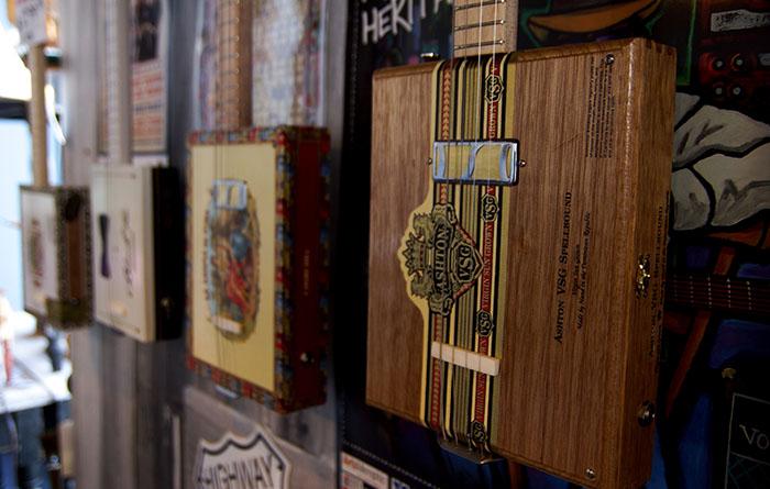 Gitarren aus alten Zigarrenschachteln