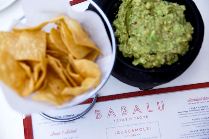 Im Babalu wird die Guacamole direkt am Tisch frisch zubereitet