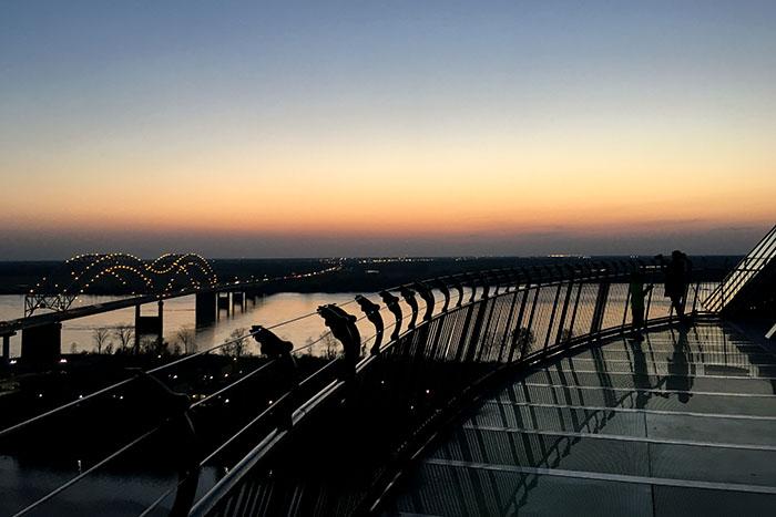 Der Skywalk der Memphis Pyramide