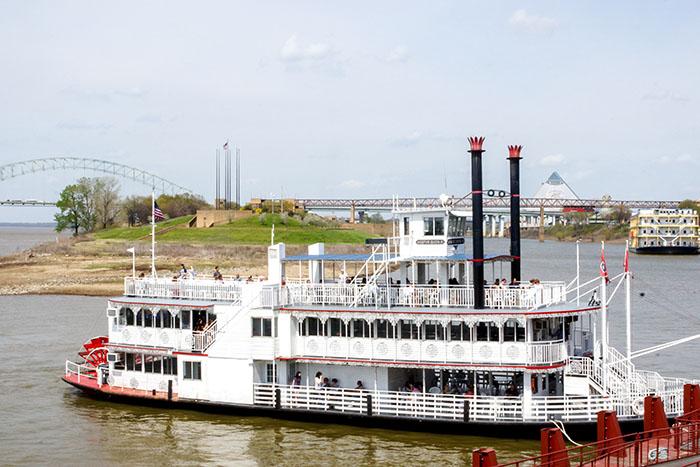 Mit dem Riverboat Tours über den Mississippi