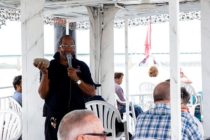 Der symphatische Tourguide auf dem Riverboat