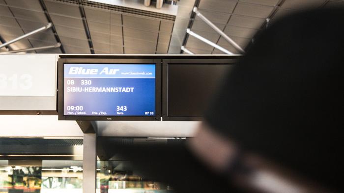 Im Flughafen mit Blue Air