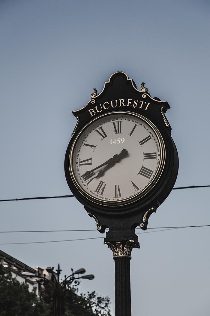 Alte Uhr in Bukarest