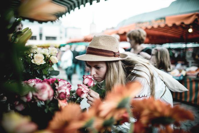 Blumen auf dem Gemüsemarkt