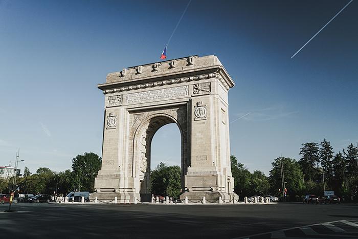 Bukarest Triumphbogen beim Roadtrip durch Rumänien