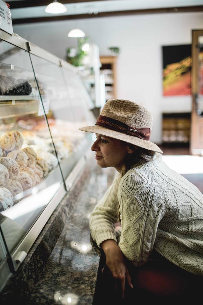Christine Neder in der Bäckerei