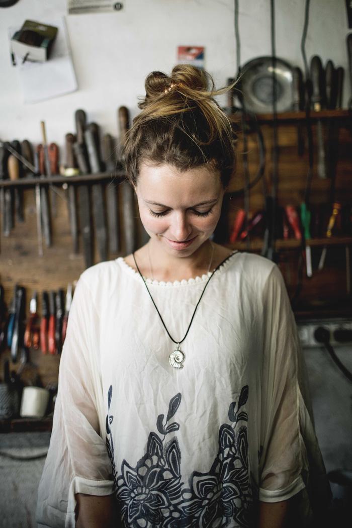 Christine Neder macht Schmuck
