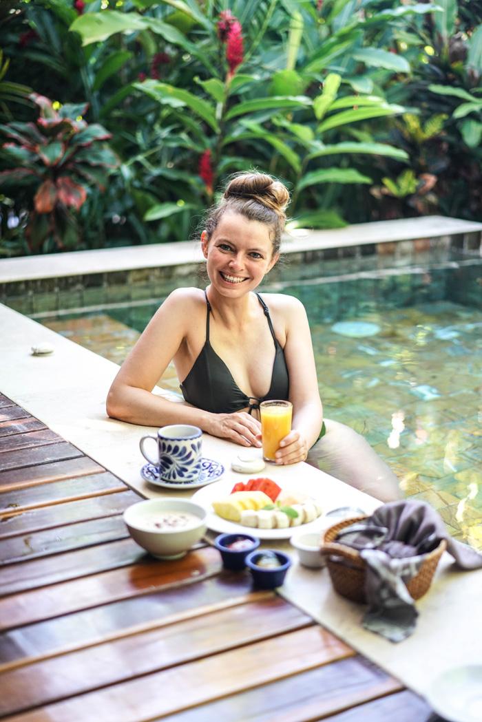 Christine Neder Pool Frühstück