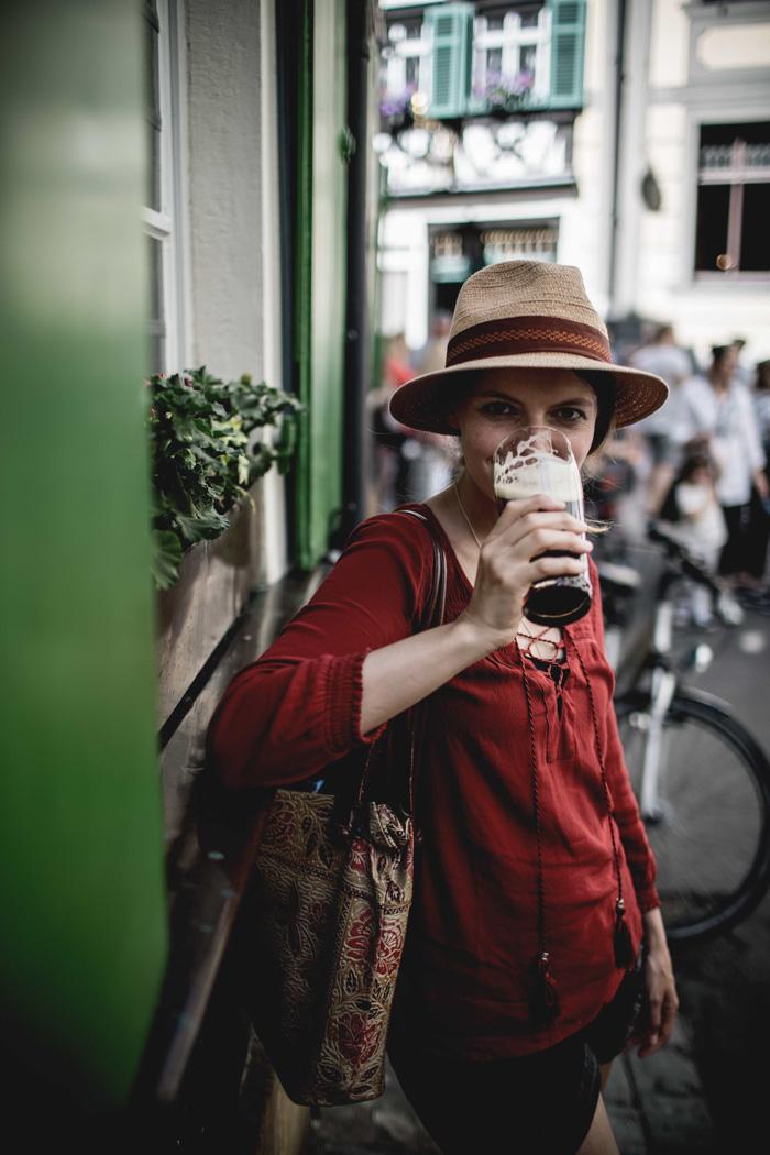 Christine Neder trink Rauchbier