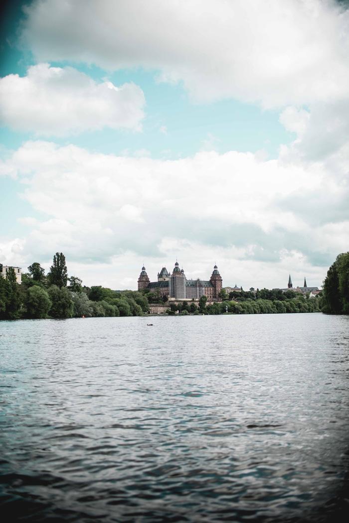 Main mit Schloss Johannisburg