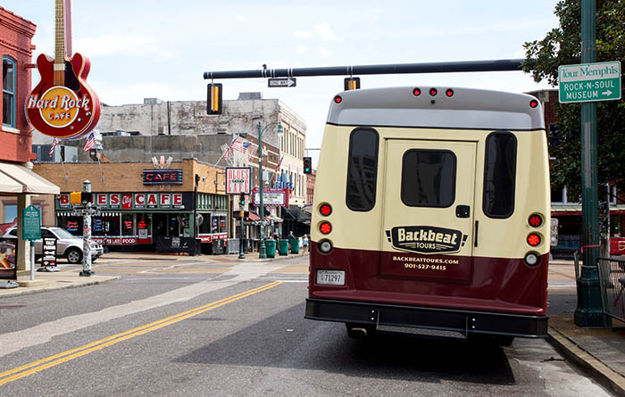 Backbeat Tour Bus auf der Beale Street in Memphis