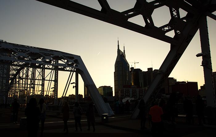 Nashville Skyline von der Brücke im Sonnenuntergang