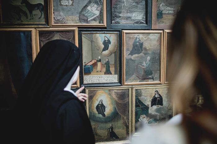 Nonne im Kloster