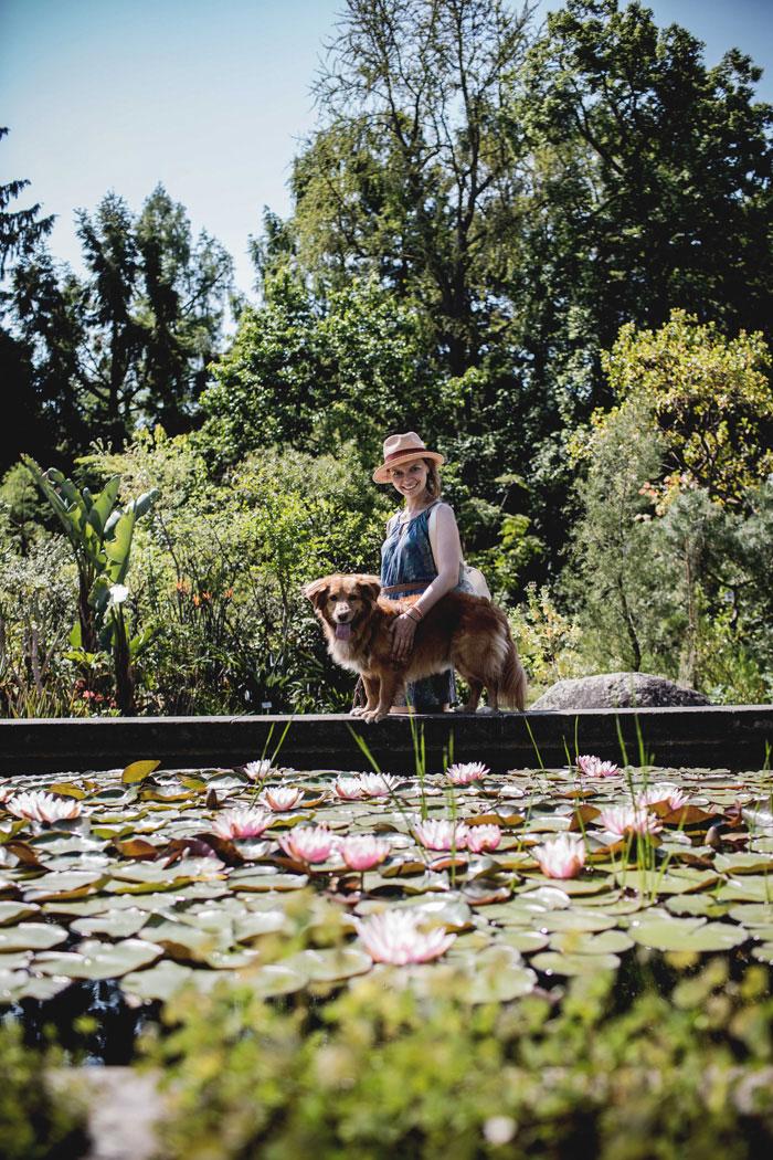 Botanischer Garten mit Hund