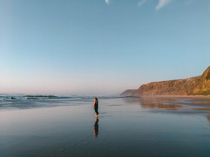 Abendsonne-Strand-Frau