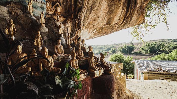 Buddhistische Hohlen